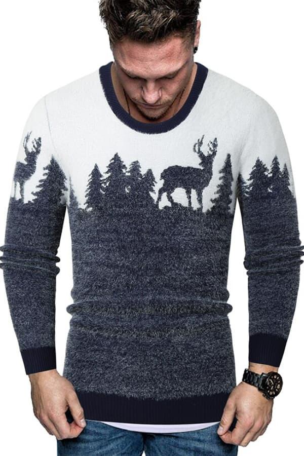 Pull Homme tricoté bleu & blanc renne et forêt - Porté Vue de Face