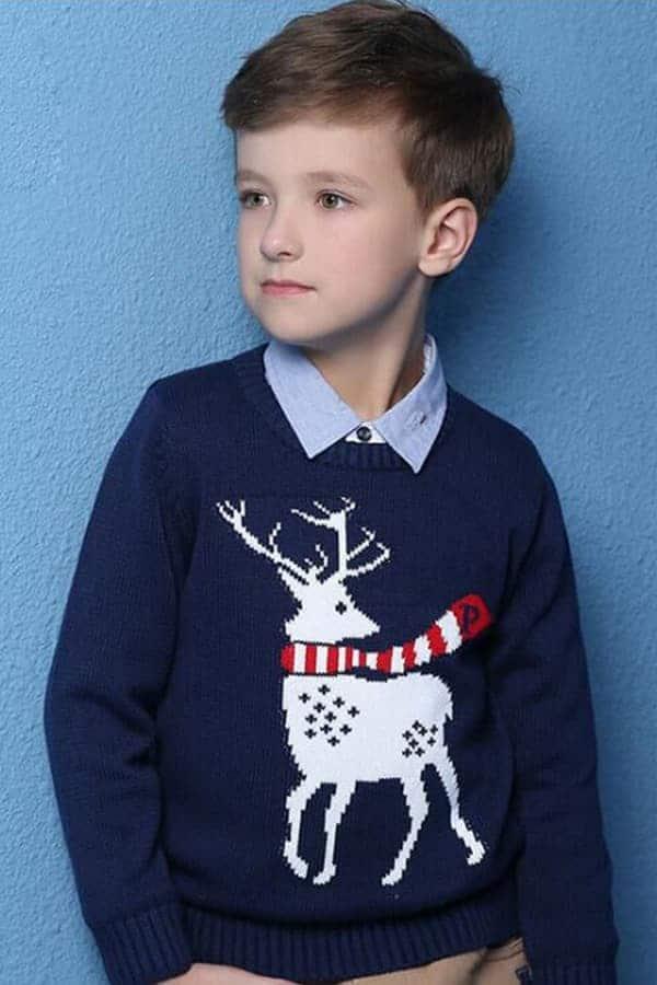 Pull Noël enfant tricoté renne bleu - Porté