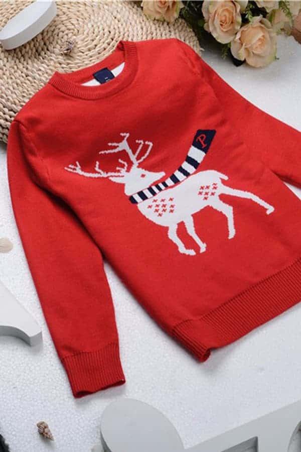 Pull Noël enfant tricoté renne rouge - En situation