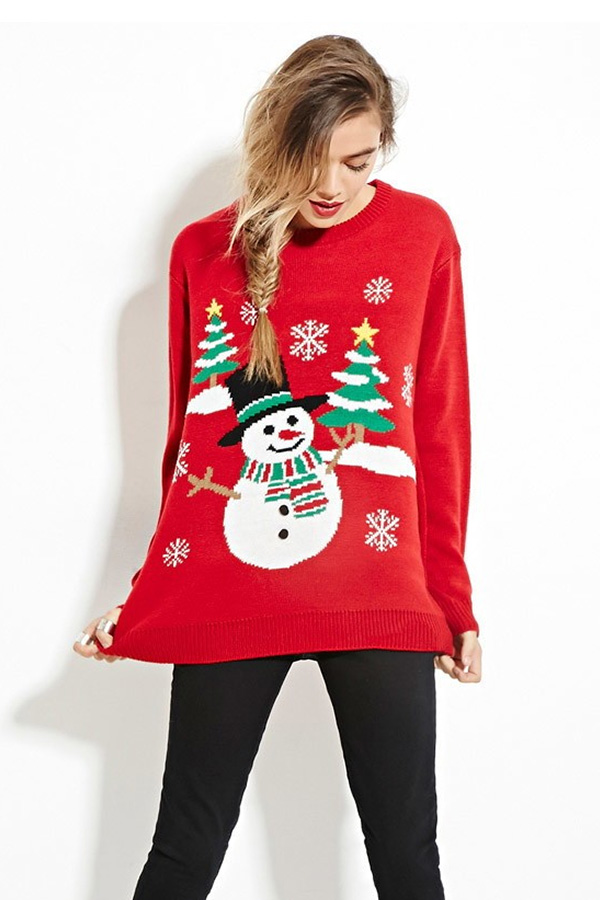 Sweatshirt femme rouge avec un bonhomme de neige et des sapins de noël - Vue de face